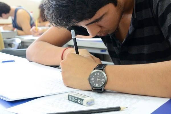 estudiantes presentando examen como saber el numero de registro del icfes
