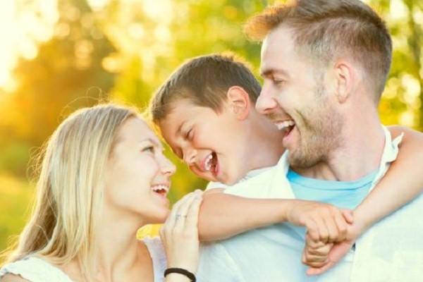 familia feliz como saber en que caja de compensación estoy