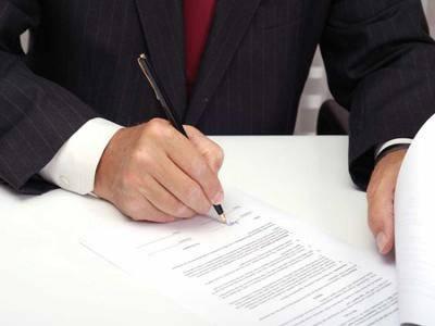 firmando contrato certificado sanitas