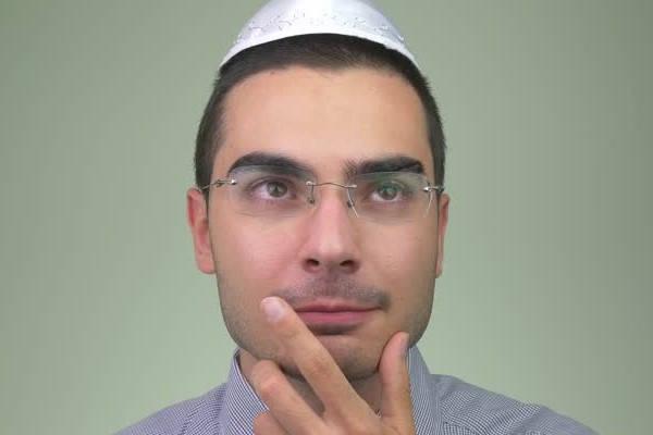 judio pensando certificado kosher