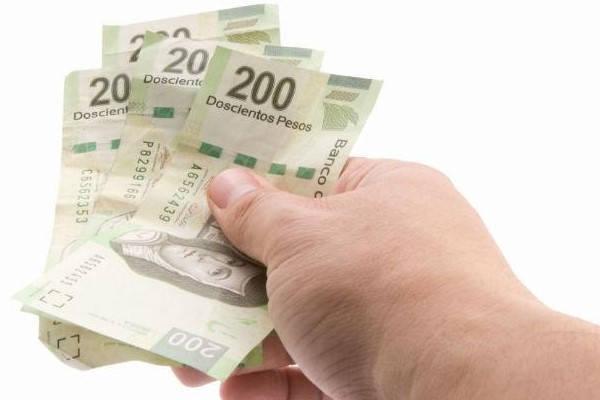 mano con dinero requisitos para retirar cesantías