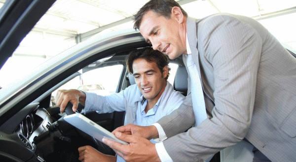 Requisitos para un traspaso de vehículo negociando