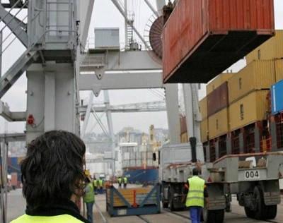 Estibadores trabajando en puerto