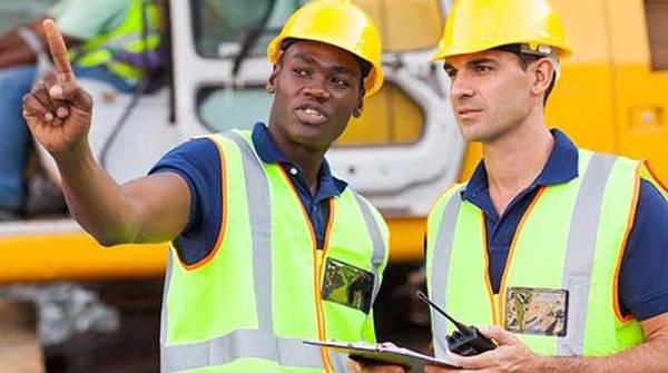 Requisitos para constituir una Sección Sindical trabajadores hablando