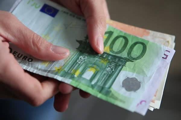 Requisitos para ser Estibador contando euros