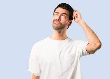 hombre pensando en taller