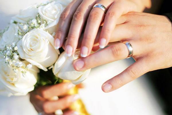 Certificado de Matrimonio Bolivia pareja casándose