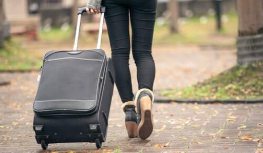 Formulario EX 13 mujer con maleta