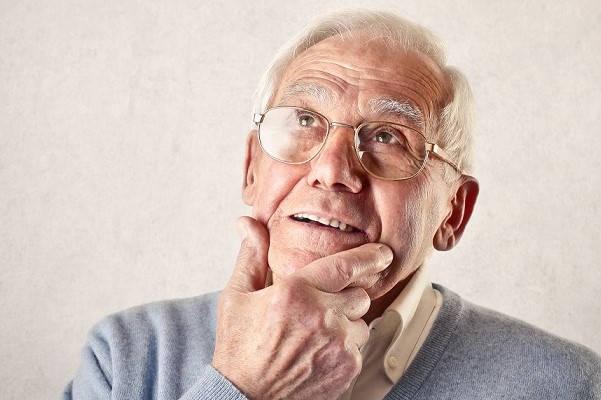 Requisitos para jubilación AFP Futuro anciano pensando