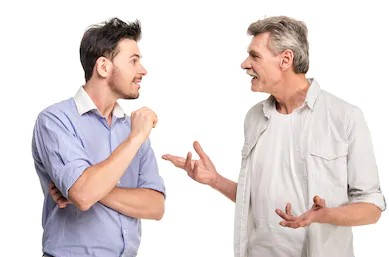hombres conversando sobre el certificado