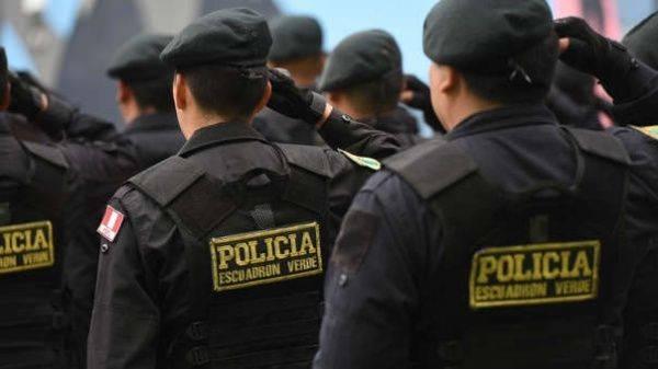 Requisitos para ficha de Canje interpol policías saludando