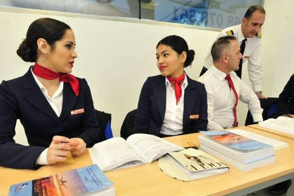 Requisitos para ser Aeromoza estudiando