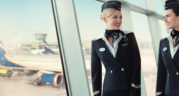 Requisitos para ser Aeromoza modelando