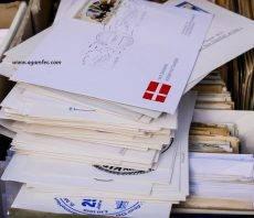 revisando cartas de otros paises
