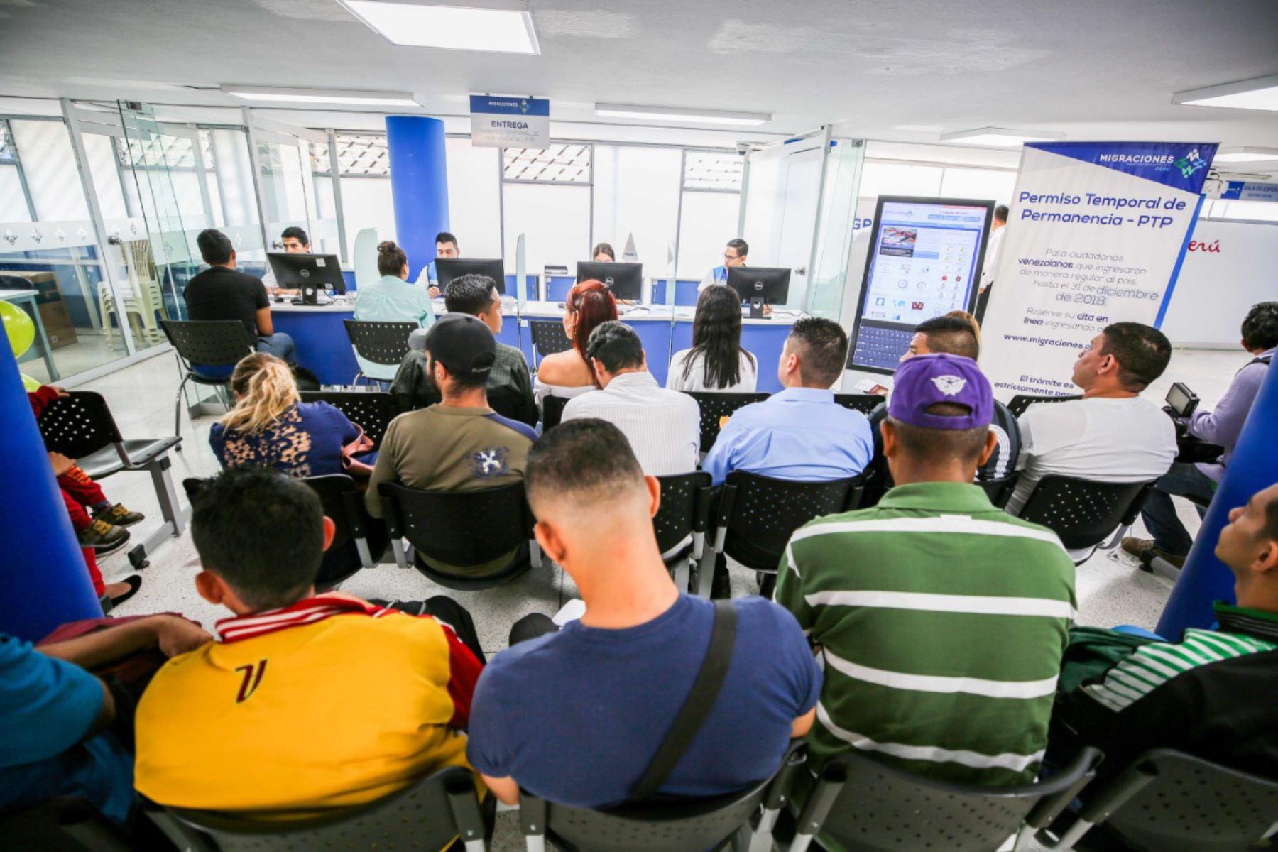 Migraciones: Hay 54,765 venezolanos con trámite PTP pendiente ...