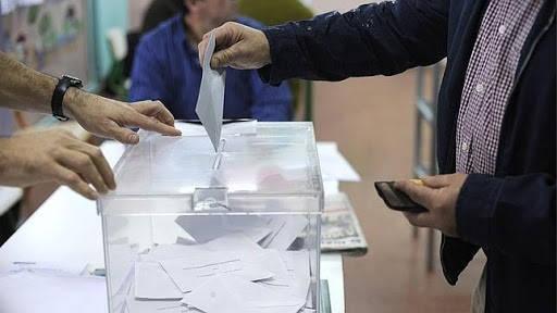 Como saber si tengo multa por no votar hombre votando