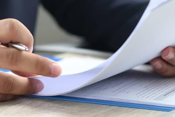 Cita para Cedula Profesional revisando papeles