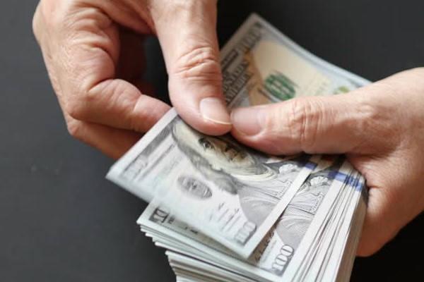 Requisitos para solicitar Beca en la MESCYT contando dinero
