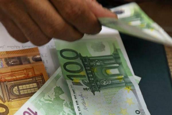 Requisitos para viajar a España contando euros