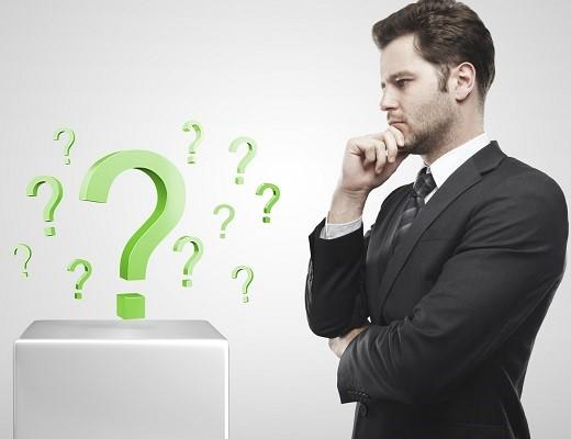 Hombre con preguntas 1